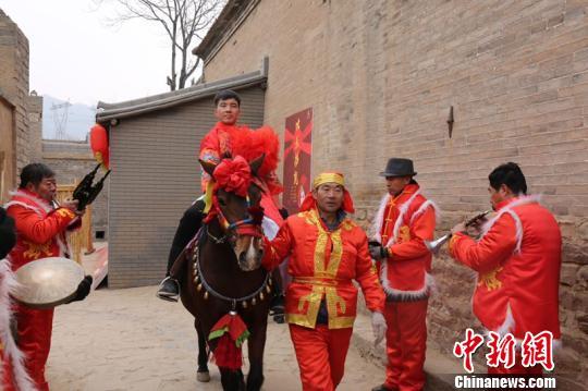 """山西张壁古堡景区""""地道中国年""""活动吸引超10万中外游客"""