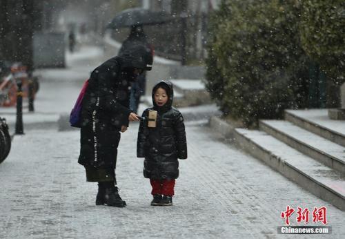 """北京降雪刷屏朋友圈 北方多地将现""""瑞雪兆丰年"""""""