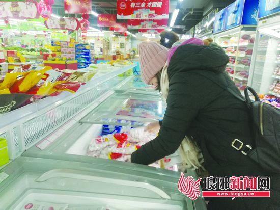 """元宵将至 汤圆价格微涨 个别品牌悄悄减""""体重"""""""