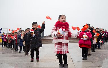 枣庄上演红歌活动 近百人同唱《我爱你中国》