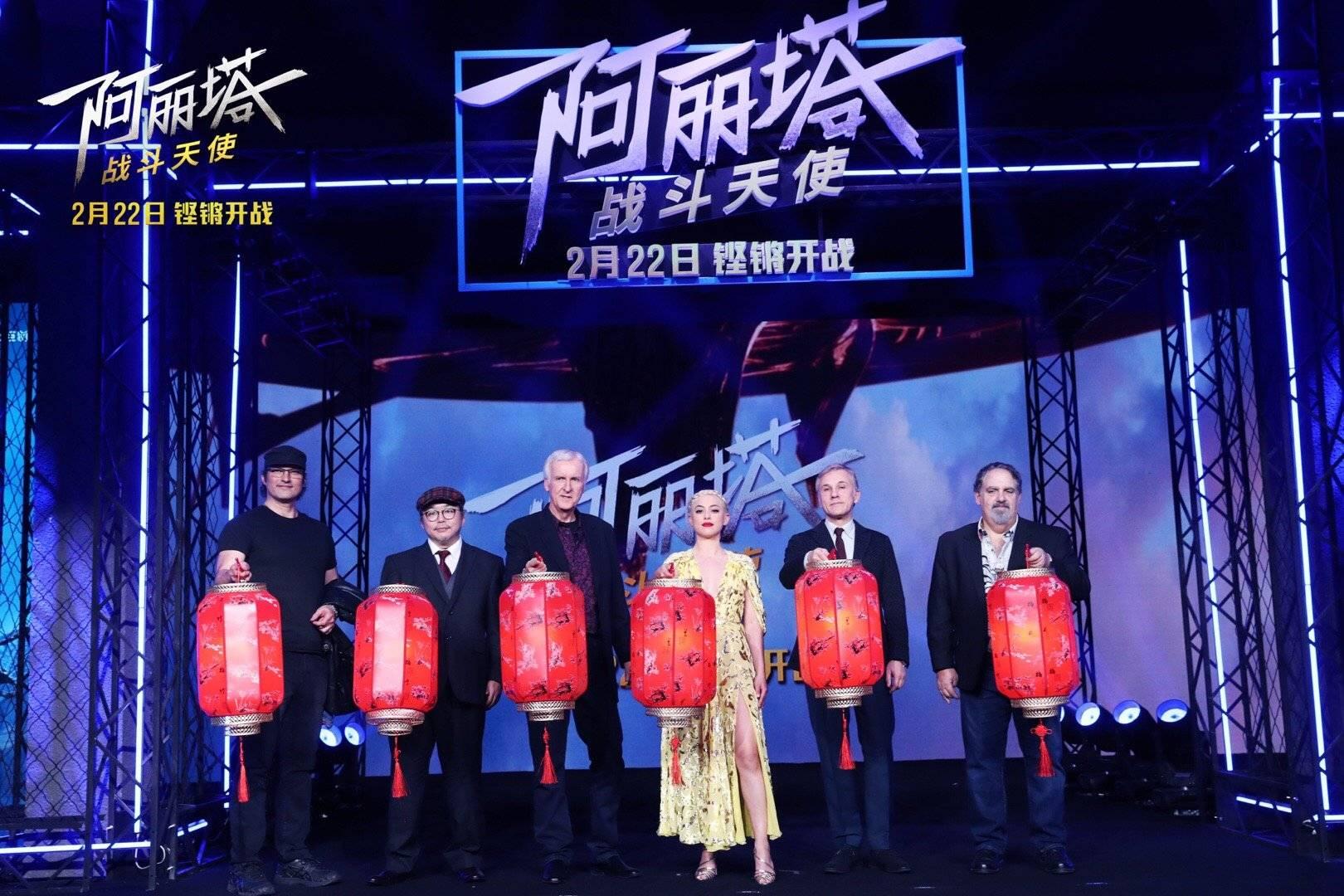 卡梅隆携主创空降《阿丽塔》中国首映礼 张艺谋李冰冰乌尔善现身打CALL