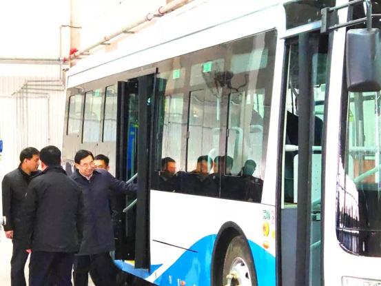 陕西省委书记胡和平一行莅临秦星汽车视察496