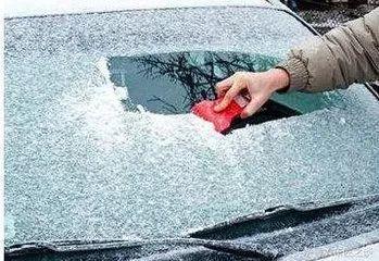 怎样才能预防车窗结冰?交警教你的小妙请收好