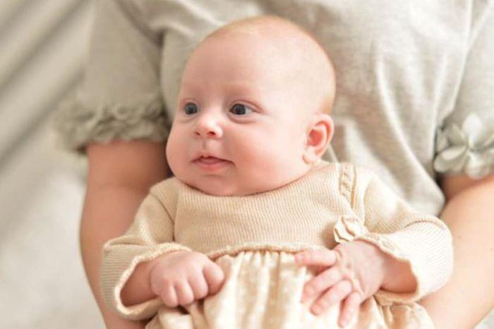 18岁英国少女昏迷送医 醒来后发现自己生下一女婴图片