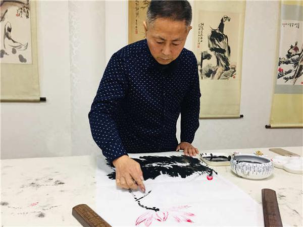 青岛这位牛人用指尖作画!意外的在收藏界火了
