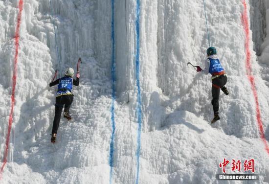 """中国顶级攀冰选手长春共舞""""冰瀑芭蕾"""""""