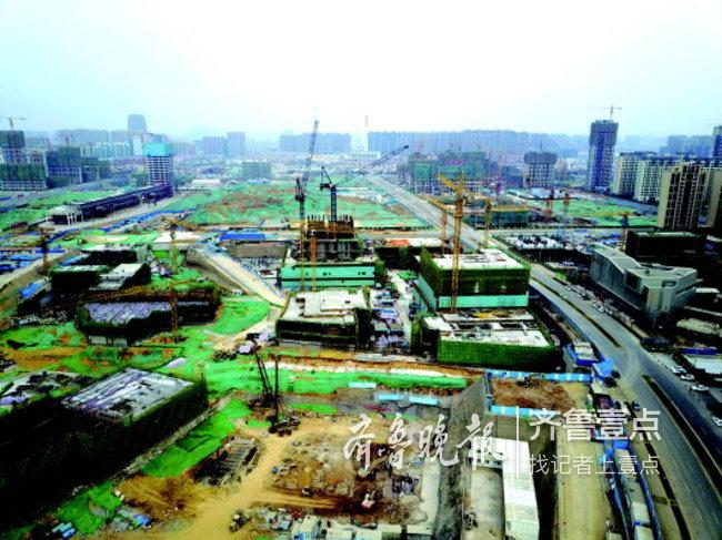 济南市委书记王忠林调研十个重点项目,要求倒排工期全速推进建设