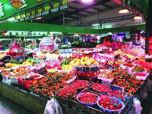 青岛这个农贸市场有三大:摊位大、菜量大、小吃名气大