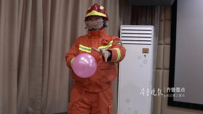吃完柑橘摸气球会爆炸,是真的吗?消防员亲测