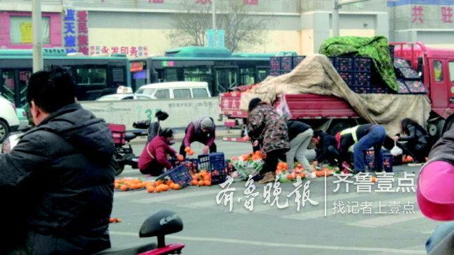 热心人你在哪?济南街头暖闻:橙子撒满地,众人帮捡拾