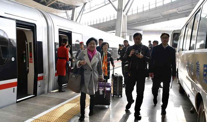 直播实录:住鲁全国人大代表抵京