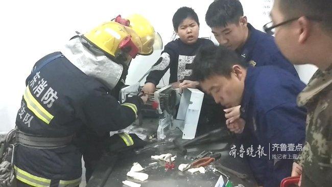 """莱芜一11岁少年被压面机""""咬""""住4根手指,还得他们救"""