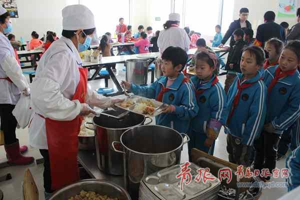 1元钱三菜一汤!胶州3.1万名农村学生吃上营养午餐