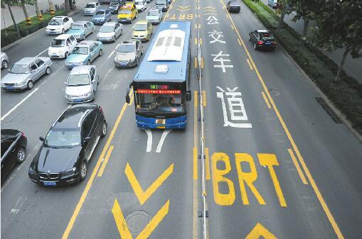 今年济南将再增约300条定制公交线 拓展西客站等区域公交线网