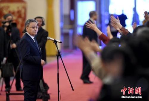 郭树清:民企融资要推广经验 民众投资需提高警惕