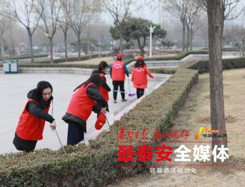 """学雷锋 看行动,检察""""红马甲""""成泰城最美风景线"""