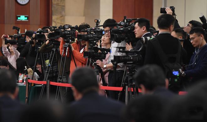 两会视觉日记:192名境内外记者关注山东团开放活动