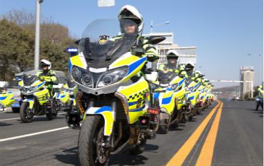 """枣庄""""铁骑警务?#38381;?#24335;?#19979;?百辆""""铁骑警务""""出动"""