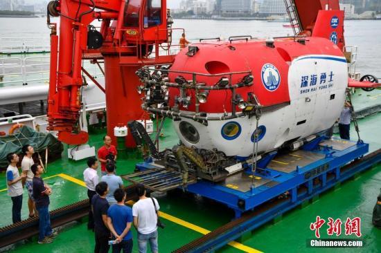 中国载人深潜向海底一万米进发 2020年将投入利用