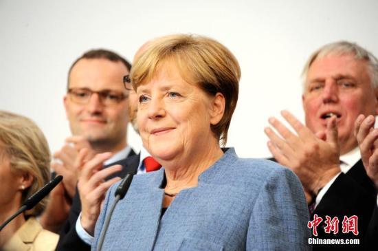 民调显示过半德国选民支持默克尔干满本届任期