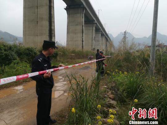 贵广高铁阳朔站相近突发山体崩塌 高铁运转未受影响