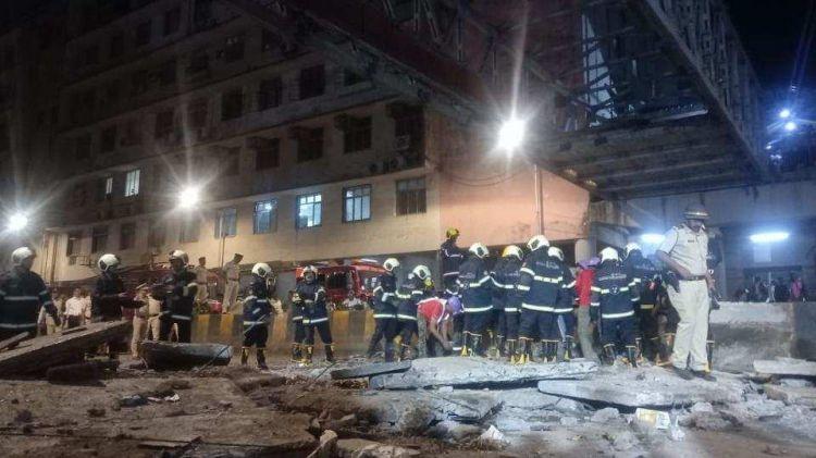 印度人行桥坍塌6死,33伤,印媒:这还是孟买
