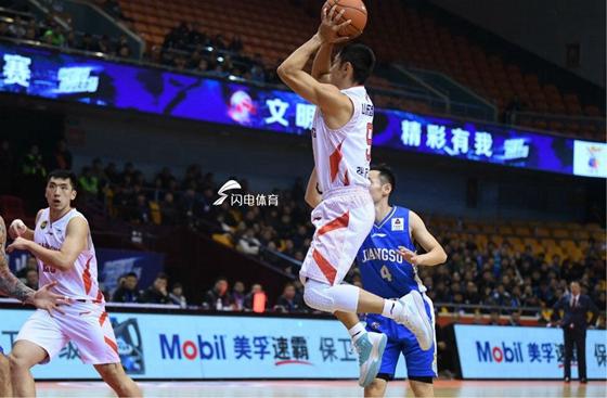 山东男篮高层现场观战季后赛  主帅:目标就是胜利