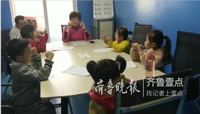 """好老师!湖北患癌女教师在济南医院开起""""临时课堂"""""""