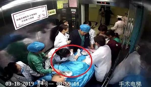 最美托举!济南医生12分钟托举,救回新生儿一命