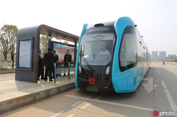 全国首个县级智轨电车开放免费试乘体验