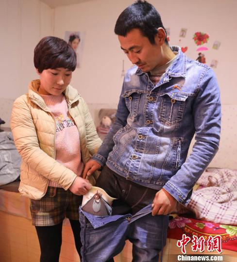 甘肃环县残疾农民脱贫记:带假肢外出打工 搞养殖带头致富