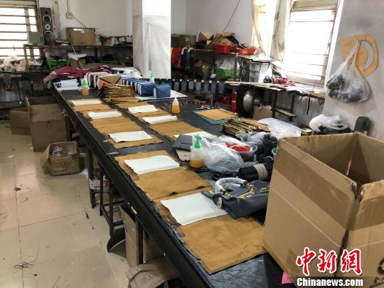 上海警方破获一起特大假冒注册商标案:涉案金额逾亿元