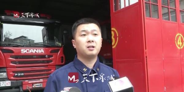 """榨汁机""""生吞""""2岁儿童手 消防队员和医务人员""""会诊""""救援"""