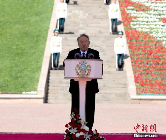 """政坛""""常青树""""纳扎尔巴耶夫辞职 但""""仍将和人民在一起"""""""