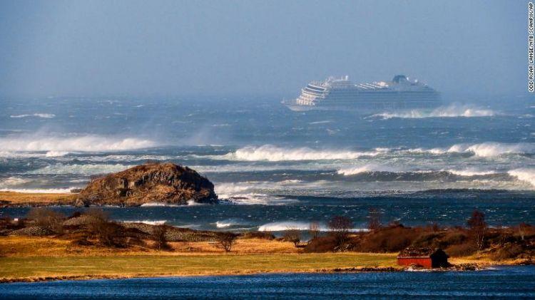 挪威一邮轮引擎出现故障 上千人等待救援