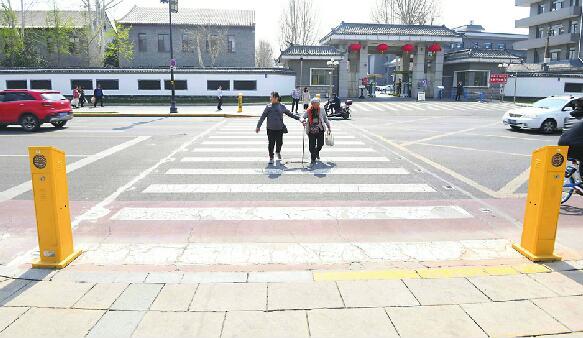 济南首条智慧斑马线投用 位于大明湖西南门向东200米处