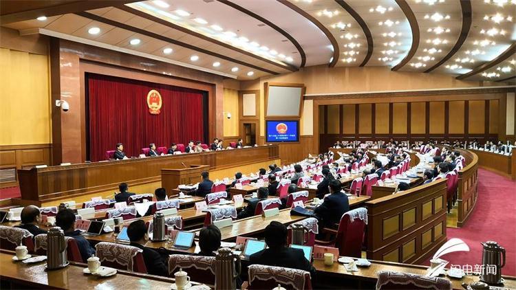 省十三届人大常委会举行第十一次会议 传达十三届全国人大二次会议精神