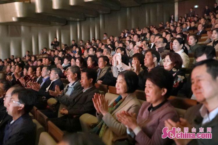 观看37_大型红色舞剧《乳娘》再登省会大剧院 掀起观看热潮