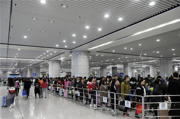 青岛即将进入旅游季,乘地铁遇上大客流要这样做!