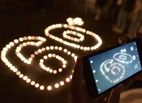 """蜡烛摆成""""60+"""" 聊城大学生响应地球一小时"""