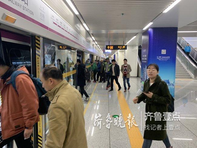 地铁1号线第一个早高峰啥样?园博园上班的不再拼车了