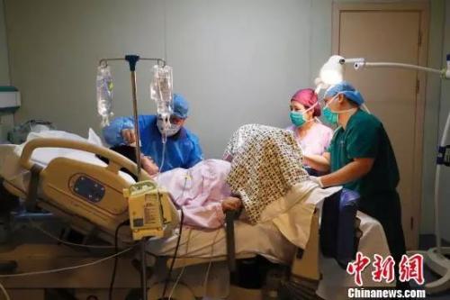 """拯救分娩之痛:推广""""无痛分娩""""真的很难吗?"""