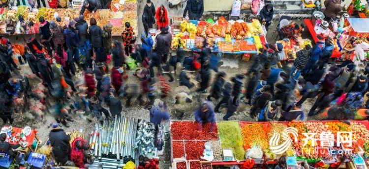 6我拍我的年:《热闹的年集》-洪汉清-18663240667---山东,山亭徐庄年货市场。_副本.jpg