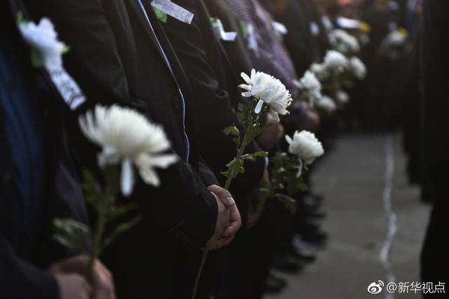山东干部群众悼念英雄传承精神:永远铭记你们的英名