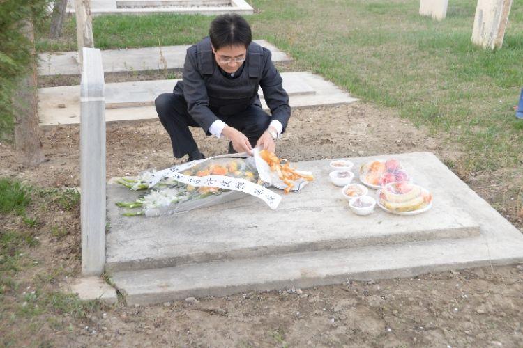 一杯敬忠魂,一杯敬故乡——中国驻阿富汗大使馆外交官清明节祭同胞