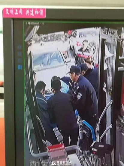 乘客坐公交突发晕厥 公交司机把车直接开到了医院(图)