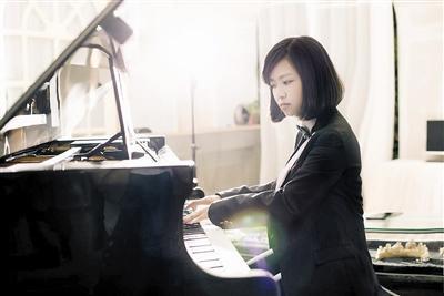 """能弹钢琴能进隧道 90后""""女汉子""""挑战不可能"""