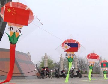 45秒丨青州100米长创新风筝试飞 将亮相潍坊国际风筝会