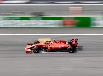 直击F1上海站!赛车疾驰,小车迷抢镜
