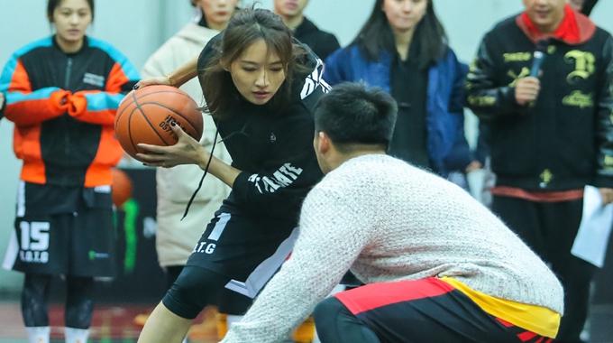 篮球界的关晓彤爆美照 颜值超高大长腿逆天